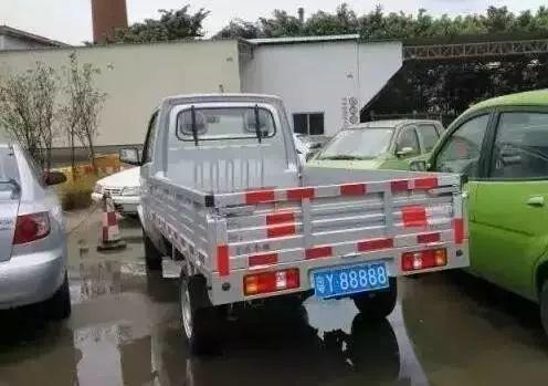 佛山这辆小货车车值两万,但号牌值两百万