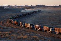 往中国送趟煤 蒙古国司机要在路上堵一周