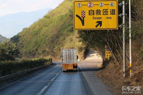 """山大路陡车难开云南公路有""""三怪"""""""