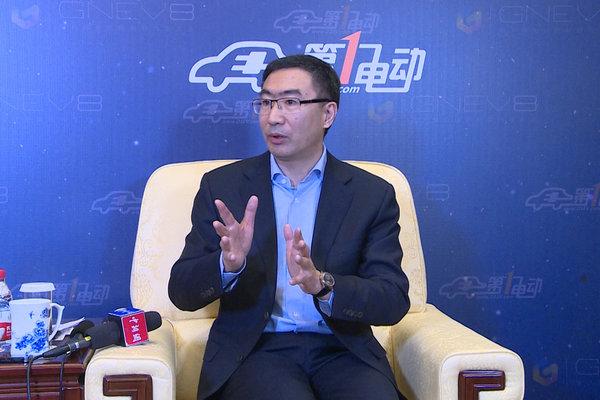 访领跑汽车朱江明 电动车未来更加智能