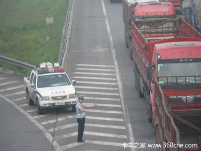 京藏公路暴堵是钱闹的