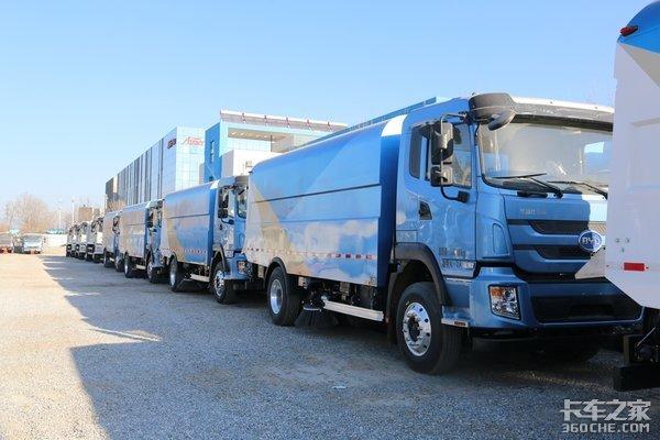 北京的蓝天卫士蓝天下的纯电动环卫车