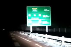 -35°C凌晨高速救援 给暖心卡车司机点赞