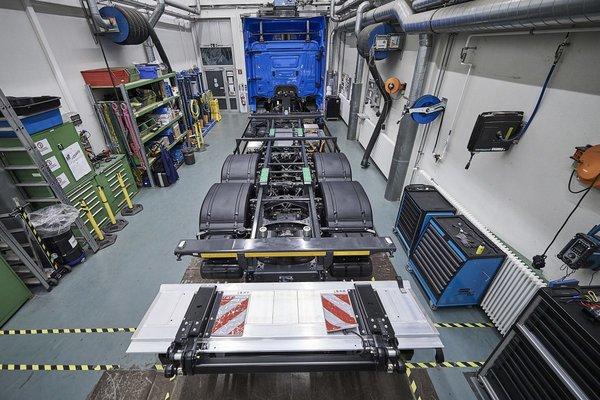 戴姆勒集团推出纯电动重卡奔驰eActros