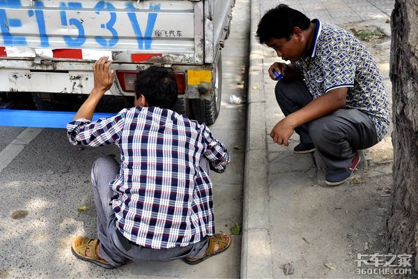网约车时代来临路边趴活的司机怎么办?
