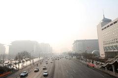 浦东:新一轮渣土车整治 1小时扣车16辆