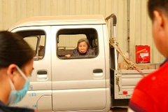 佛山50岁货车司机带91岁母亲拉货是为何
