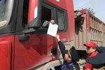 河南:高速公路入口称重劝返超载货车