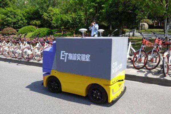菜鸟末端配送无人车公开路测 年内量产