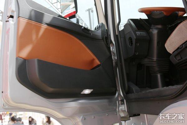 智能豪华不简单欧曼超级卡车亮相车展