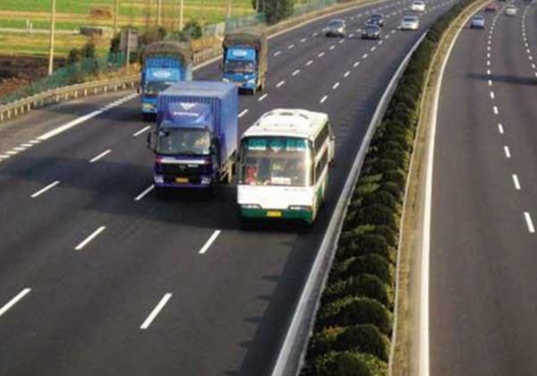 广东:对货车高速公路违规占道严格管理