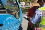 杭州:抽检排放超标柴油货车 现场罚款