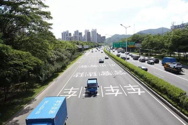 深圳:107国道新措施,走错罚200扣3分