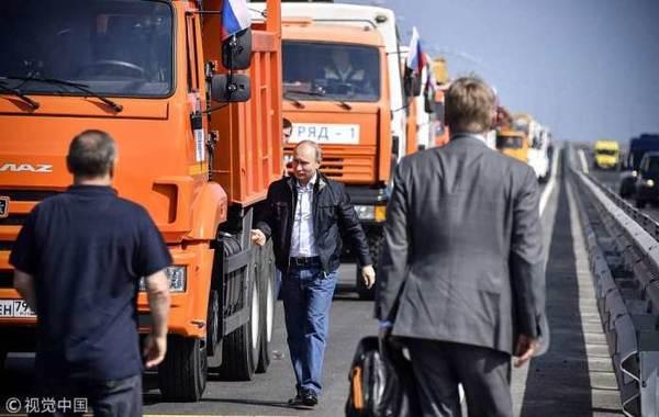 克里米亚大桥揭幕!普京驾卡车通过大桥