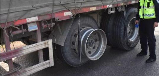 """货车不""""穿鞋""""上路卡哥被罚16万!"""