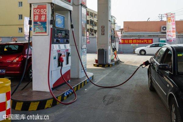 南充:加油枪涉嫌计量不准质监部门现场查封加油机