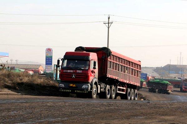 """新乡:45辆""""百吨王""""被强制切割驾驶员被吊销从业资格"""