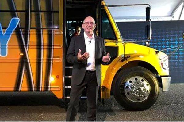 戴姆勒卡车:电动卡车的实现需要电池技术取得突破