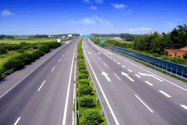 改革开放40年中国高速公路13.65万公里
