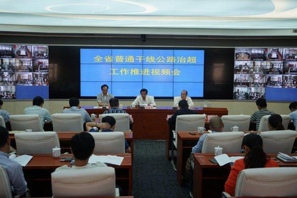 海南:查处交通违法688起超限129台次