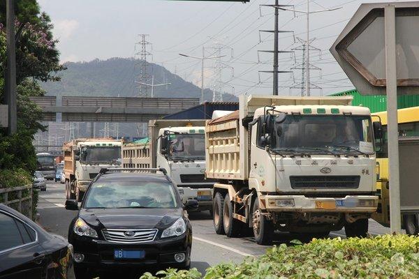 刚罚了73辆!深圳货车不装GPS或将罚500