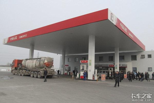 """明年1月起供应国六油品是否会成为""""拖油瓶""""?"""