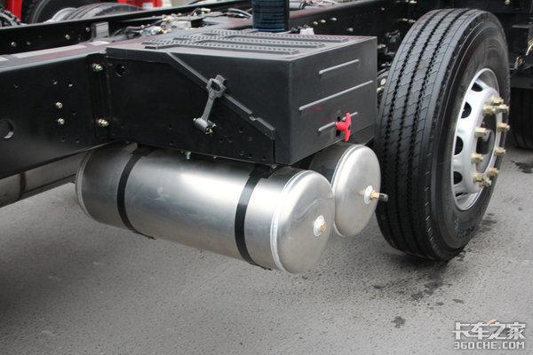 底盘自重7.86吨轩德X6轻量化自卸图解