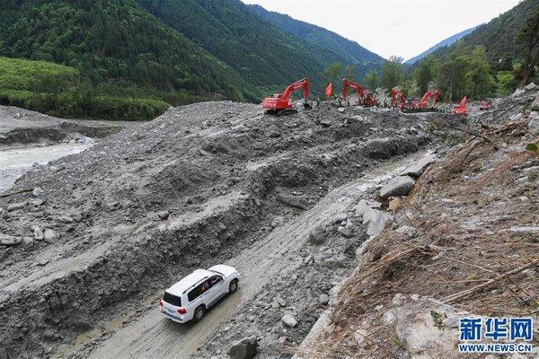 川藏公路西藏波密段断通路段成功抢通并恢复通车