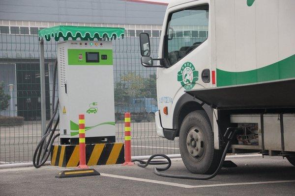 动力电池价格下滑 电动汽车或迎新机遇