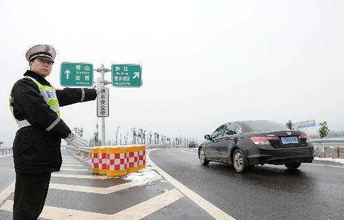 16日起渝湘高速黔江段交通管制绕行线路看过来