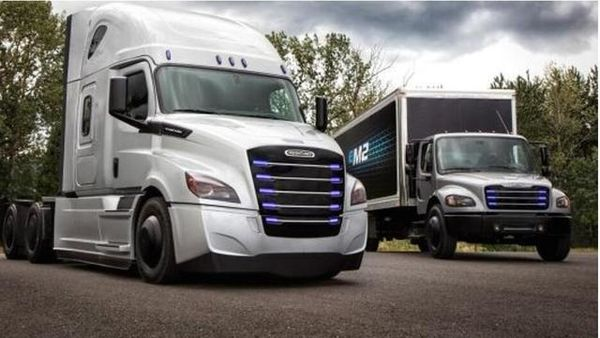 戴姆勒加速电动卡车研发都是为了对抗特斯拉