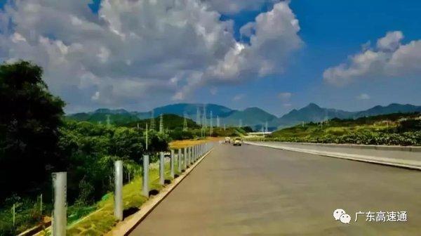 广东:6492米全省最长高速公路隧道贯通