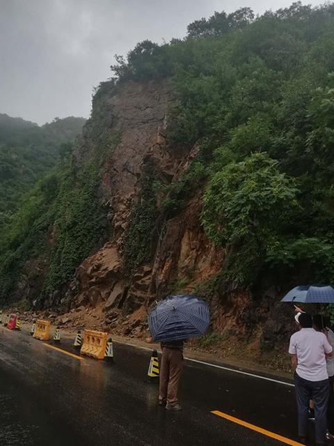 注意:110国道北京昌平有塌方道路中断