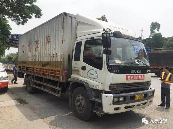 车上没贴这个标志东莞货车司机被罚了