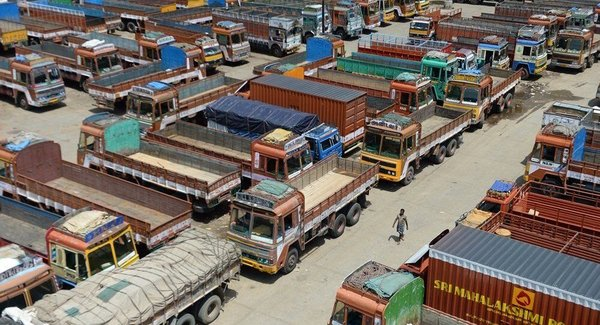 印度全国超900万卡车司机罢工要求降油价公路费