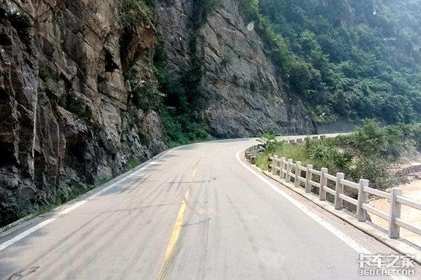 G310线牛北路龙凤桥1、2号桥基本恢复通行