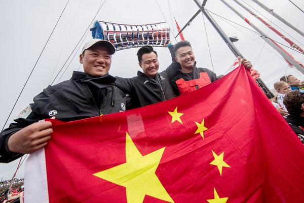 """""""东风号""""勇夺沃尔沃环球帆船赛冠军中国制造也走向了世界"""