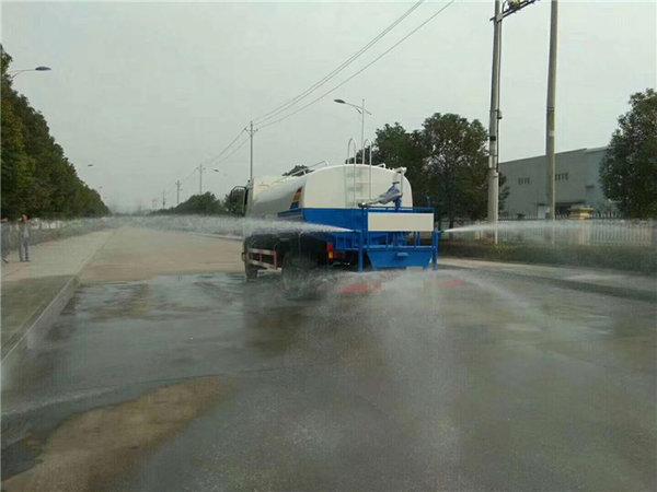 洒水车基础知识:水流量和吨位是重点
