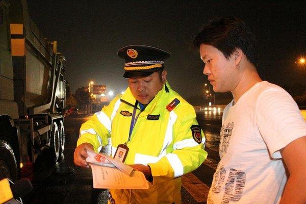 违章货车小心了郑州黑科技一查一个准!一目了然