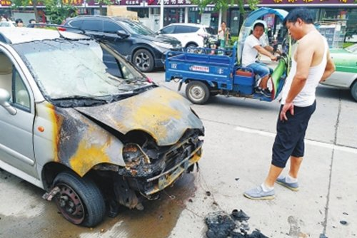 非法改装货车拉甲醇自燃烧毁三辆轿车!去哪说理