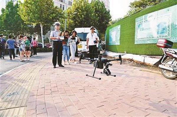 济南:交警启用无人机抓拍司机开车玩手机、打电话!