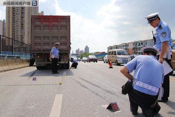 重卡与越野车斗气:7次别车引事故驾驶员已被刑拘