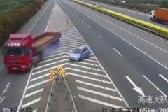 �榱四愕募胰� �e�^路口�多�_20公里!