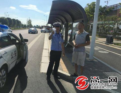 货车违法载客常德柳叶湖交警温情执法