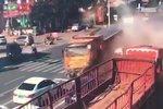 20人受伤 山东货车刹车失灵致13车相撞