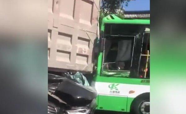 20人受伤山东货车刹车失灵致13车相撞