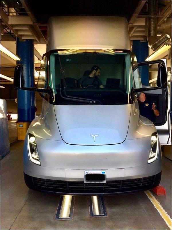 特斯拉Semi原型电动卡车在美国检测中心发现,但它已成为绝唱