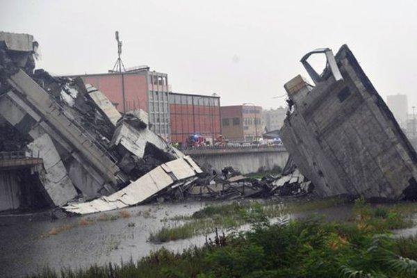 意大利50米高架桥坍塌卡车断桥边刹停