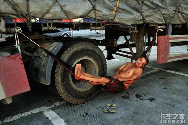 货车司机以前到哪都是师傅,现在是伙计