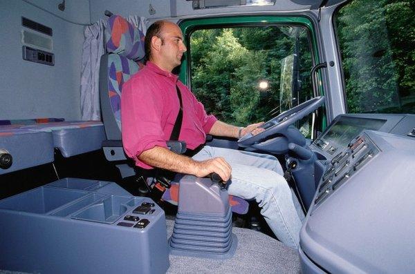 简述欧洲卡车自动挡发展,技术不断突破如今比手动挡强